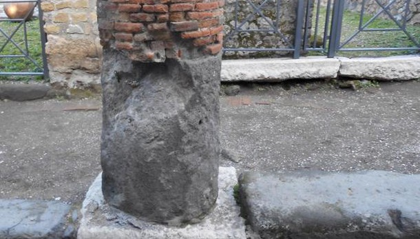 Scavi Pompei, cede porzione colonna: chiuso ingresso Porta Marina