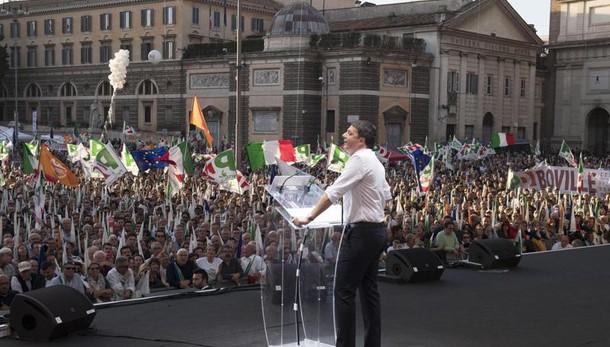 Terremoto, il premier Renzi arriva a Preci in Umbria