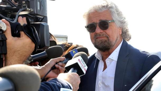 Grillo torna al comando. La Raggi: gli assessori si decidono a Roma