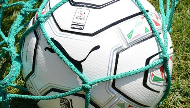 Evade da domiciliari per giocare a calcio, arrestato a Torino