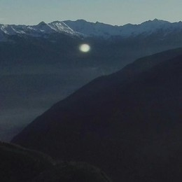 Sfera luminosa nei cieli del Palù  L'Ufo si è fermato sopra le piste