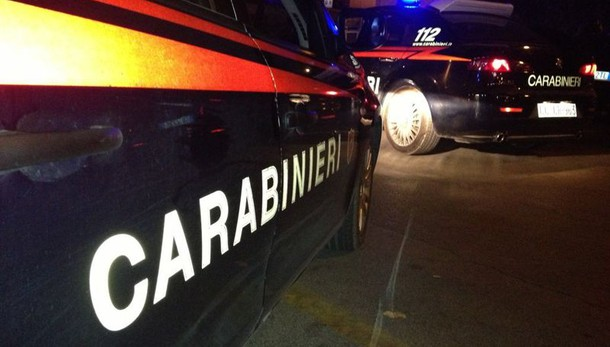 Bologna, donna trovata morta in casa con la gola tagliata