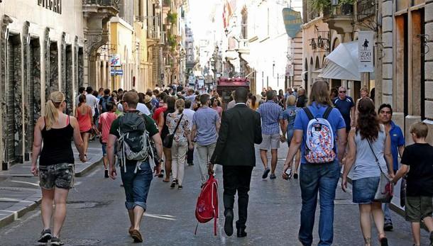 Italia, in leggero calo la fiducia dei consumatori ad aprile 2016