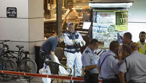 Spari e morti a Tel Aviv