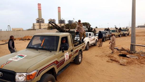 Libia: media, intenso fuoco milizie contro Isis a Sirte