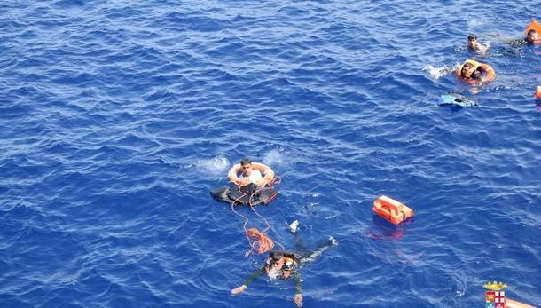 Canale di Sicilia, 223 migranti salvati e 10 morti