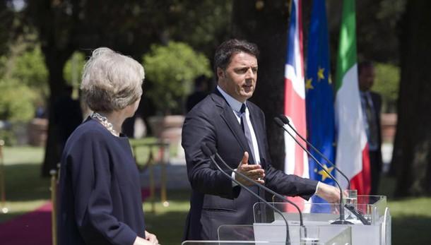 Brexit, May: diritti cittadini italiani non verranno toccati. Renzi: tempi chiari