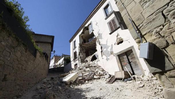 La Protezione civile corregge il bilancio: 290 morti