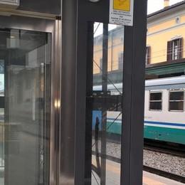Senza biglietto, saltano dal treno in corsa