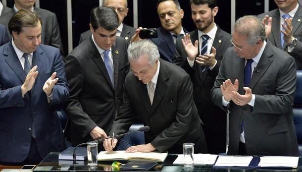 Spagna: niente fiducia per Rajoy. Sanchez: