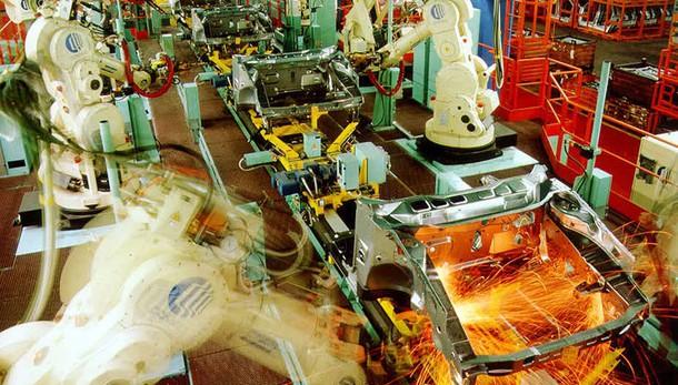 Istat: produzione industriale in calo su anno, meno 0,3%