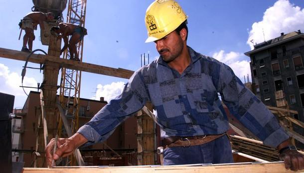 Lavoro: saldo contratti stabili -83%
