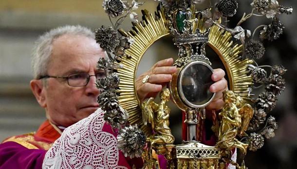 Rubate le offerte dei fedeli a San Gennaro