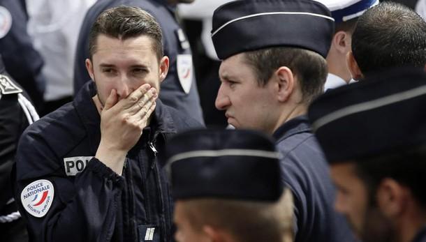 Parigi: trovata auto sospetta con bombole di gas vicino Notre Dame