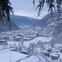 Basta poca neve e il treno si guasta  Pendolari al gelo fino a Milano