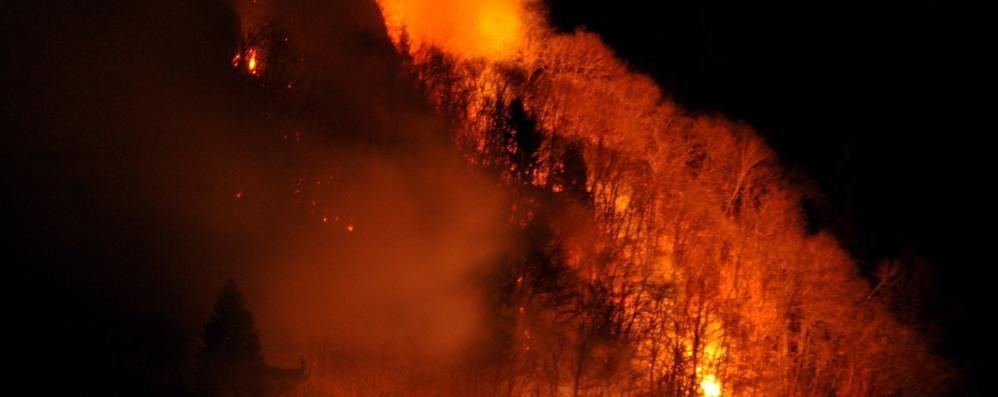 Nuova fiammata a mezza costa  La Valchiavenna trema