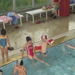 Tagliati i contributi per la piscina  «Se fate così penalizzate i bambini»