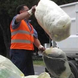 Aumentano i rifiuti ma si pagherà meno. Bene la differenziata
