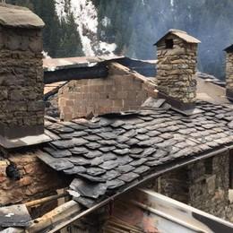 Albaredo, rifugio comunale incendiato all'Alpe Lago