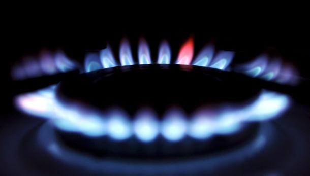 Da aprile +2,9% bollette luce, -2,7% gas