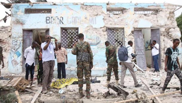 Somalia - Attacco a una base militare, almeno 15 vittime