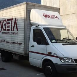 Ladri in azione nella notte a Castione e Postalesio: spariti due grossi furgoni