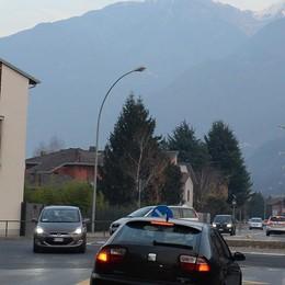 Completata la rotonda a Morbegno «Strada più sicura»