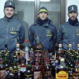 Fanno scorta record di alcol e liquori  Turisti denunciati a Livigno