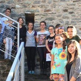 Tutti al castello a piedi per il concorso di scrittura. Premiati quattro giovani