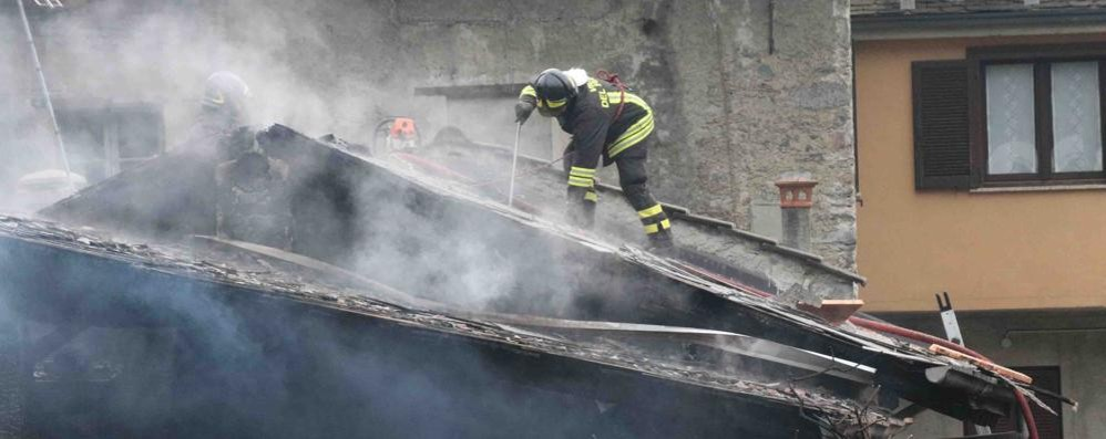 Incendio in un edificio di via Lusardi a Sondrio