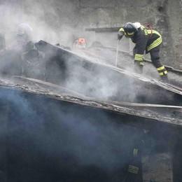 Incendio in un edificio di via Lusardi a Sondrio