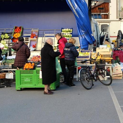 Sede del mercato, il Comune ha deciso  «Le bancarelle restano a Pratogiano»