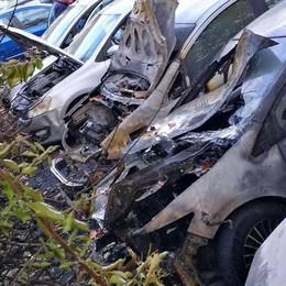 Morbegno, nel rogo nove auto distrutte