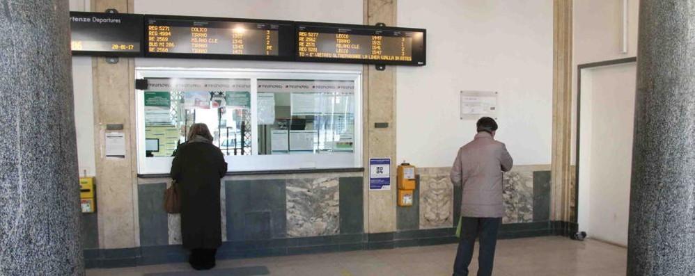 Senza biglietto sul treno, ritardi per l'intervento delle forze dell'ordine