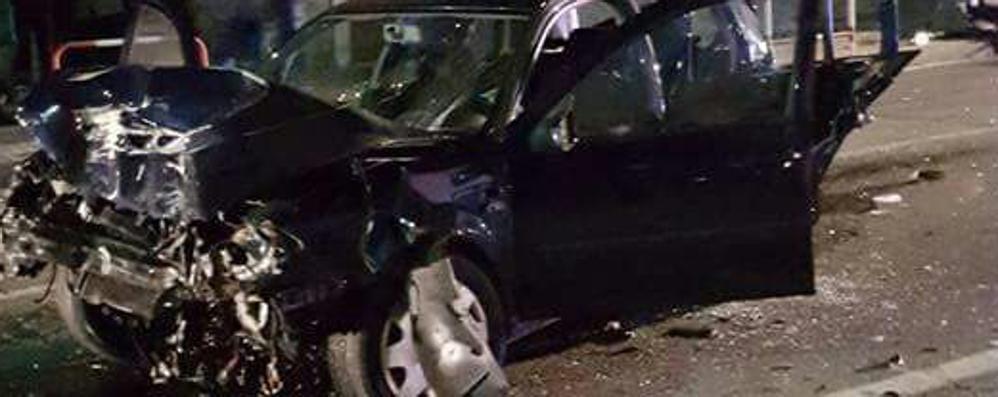 Scontro tra due auto a Traona: tre feriti, uno grave