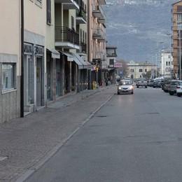 Via le barriere da negozi ed esercizi, il Comune vara un piano per la città