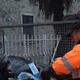 «Code interminabili per i sacchi dei rifiuti»  Crescono i malumori