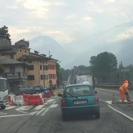 «Il semaforo non c'è e i rischi crescono»  Il comitato dei cittadini scrive al prefetto