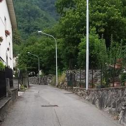 Dossi dissuasori e nuove asfaltature  Così Chiavenna investe nella viabilità