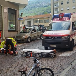 Scontro auto-moto a Sondrio, paura all'incrocio