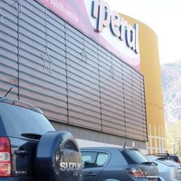Ambulanti al posteggio dell'Iperal di Prata  Nuovo regolamento con norme più severe