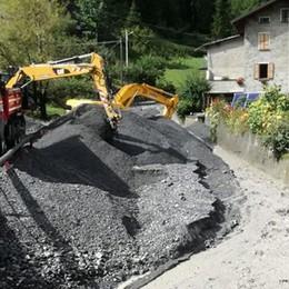 Il Rio Scianno invaso dal fango e dai detriti  Escavatori in funzione