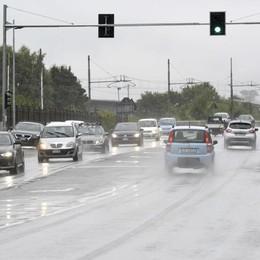 Rosso più lungo al semaforo  Pedoni più sicuri sulla statale