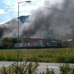 Fumo nel cielo, incendio alla Seval   Escluso il dolo, l'attività non si ferma
