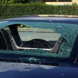 Chiavenna, auto danneggiata davanti alla stazione