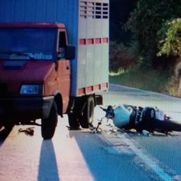 Scontro tra moto e camioncino, muore a Grosio