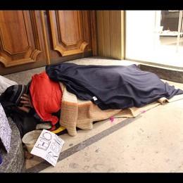 Crisi: a Napoli aumentano i senza tetto