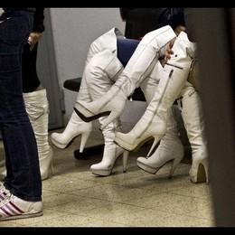 Prostituta ricatta 80enne, arrestata