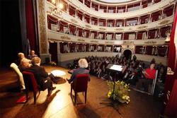 Il Teatro della Società pieno di gente