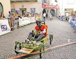 Ecco i carretti pazzi preparati dalle otto contrade di SondrioUn momento dell'appassionante gara che è stata disputata ieri